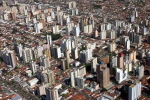 Prédios comerciais estão em alta em São José do Rio Preto, SP